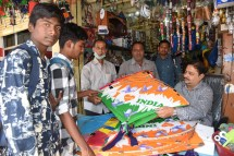 On Makar Sankranti, kites with images of PM Modi, Rahul Gandh with caption such as 'Kisme Kitna Hai Dum' typed across have taken the market by storm. (Photo: Laeeq)
