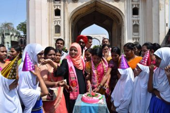 TRS women activists take oath for Jeevan Daan (organ donation) at Charminar on Wednesday as part of birthday celebrations of TRS MP K. Kavitha