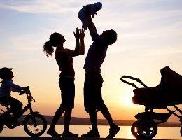 Cfare DUHET dhe NUK DUHET tu japim femijeve ne femijerine e tyre.