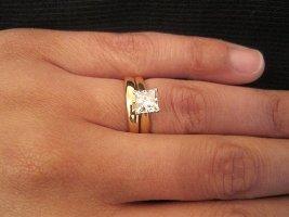 Pse e vendosim unazen e marteses ne gishtin e katert