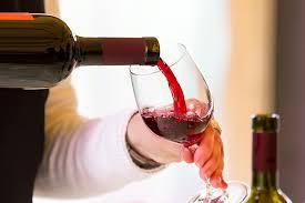 Si hapet nje shishe vere. Si te hapim shishen e veres. Tutoriale shqip.