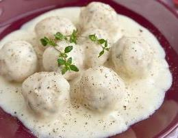 Giuvarlakia. Receta gatimi tradicionale Greke. qofte salce