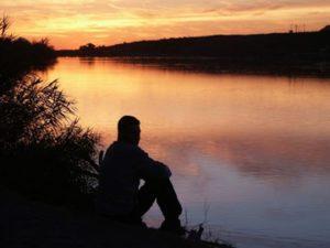 A nuk eshte e cuditshme qe na pelqen vetmia? preferojne te rrime vetem ndiheni te vetmuar