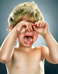 Arsyet acaruese perse qajne femijet e vegjel. mami femija