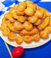 Tryeza e Pashkeve. Ushqimet tradicionale te kesaj feste. Qingji i pjekur ne hell pashke