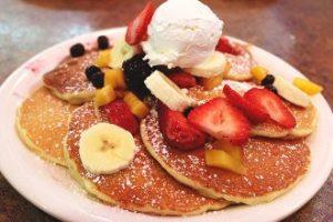 Pancake te shijshem. Mengjesi i se dieles. pluhur pjekjeje per embelsira