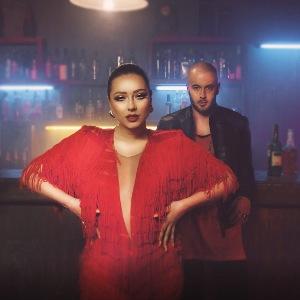 Adrian Gaxha Feat. Ronela Hajati - Ka Je ka je(Teksti)