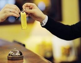 Cilet jane llojet e klienteve qe cdo personel hoteli urren.