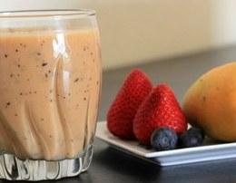 Fruta me krem qumeshti. Vitaminat qe nuk duhet te ju mungojne asnje mengjes.