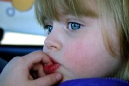 Si demtohet psikologjia e femijes nga e puthura me dhune..
