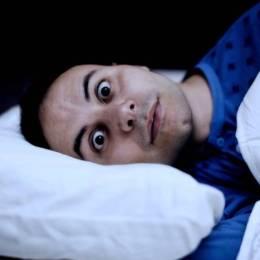Dhjete sugjerimet qe do ju ndihmojne te flini menjehere pas nje dite te lodhshme.