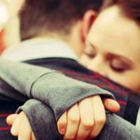 Nese e shihni se perqafimet bejne mire edhe ne trishtim dhe ne lumturi, perse i kurseni?