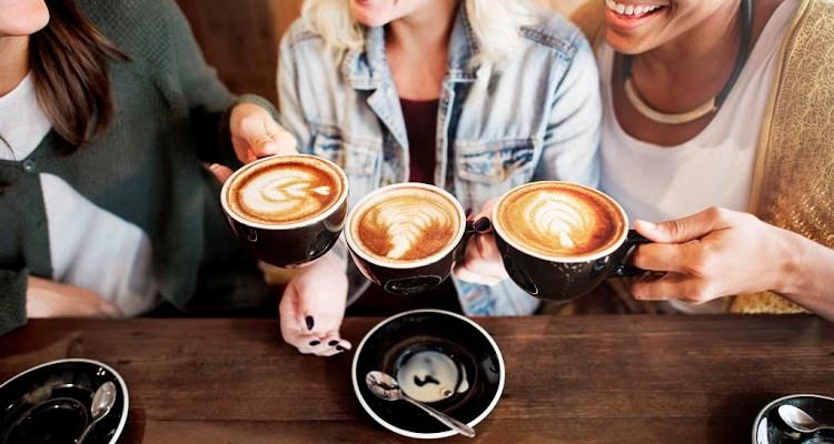 Menyra te thjeshta sesi te largoni eren e kafese nga goja.