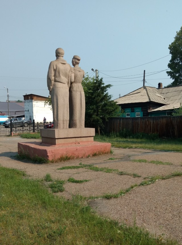 large statue of an man and woman from the back of it
