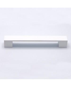 Anche le maniglie e i pomelli dovranno dunque essere in linea con queste scelte cromatiche: Maniglia Bianca Per Anta Mobili Cucina Interasse 160 Mm