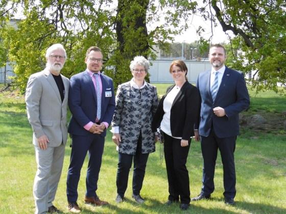 Feiern die Partnerschaft (v.l.): T. Buths, S. Rödiger, A.-M. Keding, U. Hagemann und R. Haase.