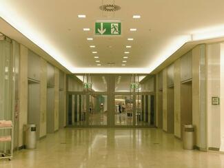 Die DGWZ informiert: Eine neue Fassung der Norm DIN EN 1838 regelt nun auch die Notbeleuchtung.