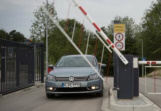 Eine hands-free Zufahrtskontrolle mit Kennzeichenerkennung für Tiefgaragen ist komfortabel und bringt den Mehrwert der Parkplatzüberwachung..