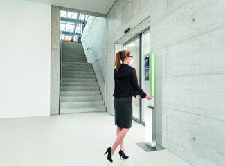 Der Safe Checkpoint Tower ist eine sichere, hygienische Zugangslösung für automatisierte Eingänge im Kampf gegen Corona.