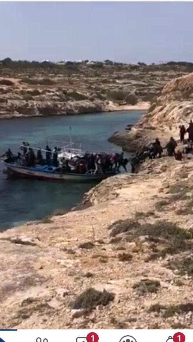 Moby Zaza, vai e vieni da Lampedusa per imbarcare migranti per la quarantena (ieri arrivati altri 70)