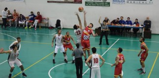 Gravina - Basket School, palla a due