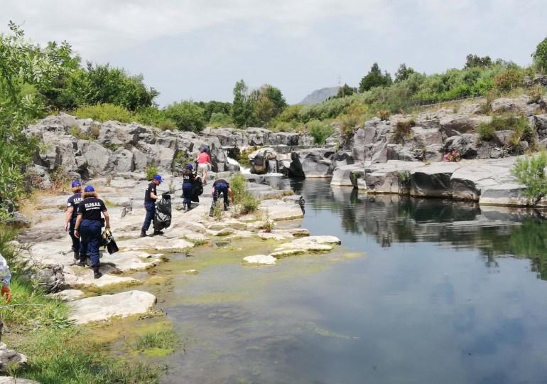 """Ambiente, Alcantara operazione """"Salviamo il fiume"""": ripulito da rifiuti e plastiche"""