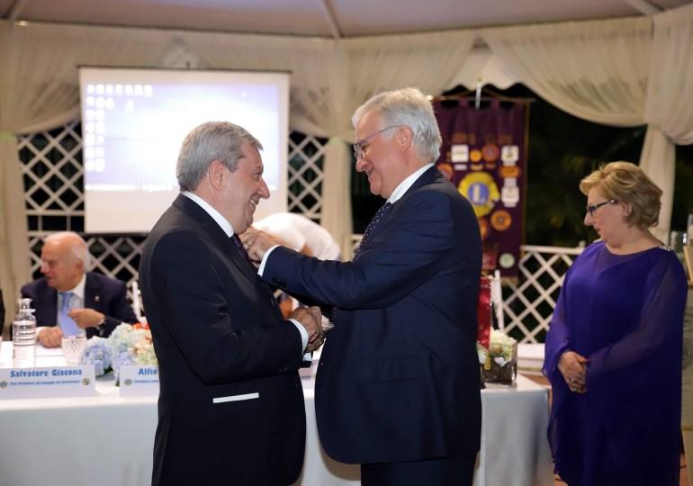 Lions Club di Acireale. Lino Fatuzzo nuovo Presidente, l'uscente Alfio Cristaudo insignito del Melvin Jones Fellow