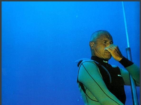 Enzo Maiorca, la storia 101 metri sotto il mare