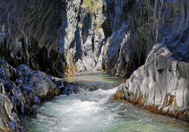 Turismo in moto: da Catania alle Gole dell'Alcantara, dall'Etna a Taormina