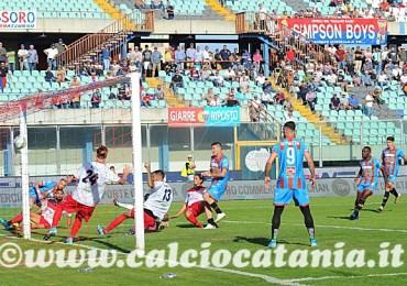 Catania - Picerno 1-0 Tre punti e tanta sofferenza