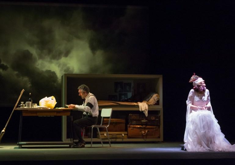 """""""Chi vice giace"""" black comedy al Teatro Brancati"""