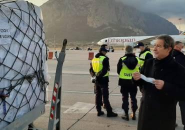 Palermo, un carico di 40 tonnellate di Dpi acquistato dalla Regione