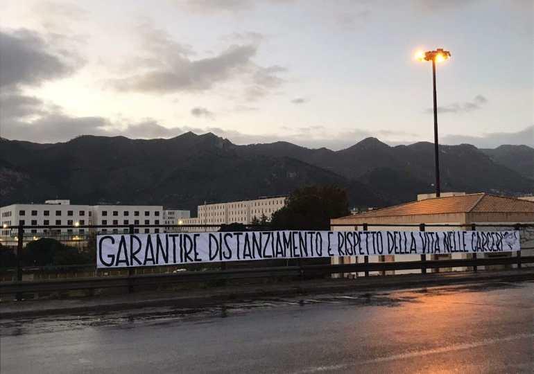 """Covid: striscione davanti al carcere Pagliarelli. """"Distanziamento e rispetto della vita nelle carceri"""""""