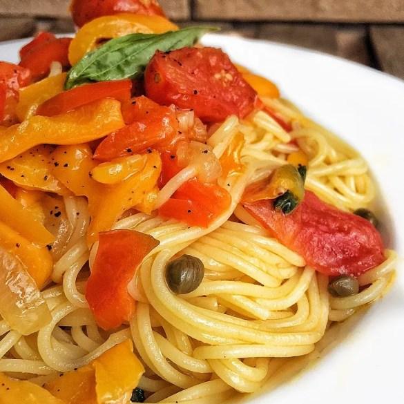 Spaghetti ai peperoni alla siciliana, ricetta velocissima e gustosa