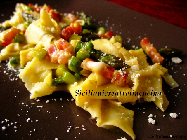 Carbonara with bacon and cheese asparagus