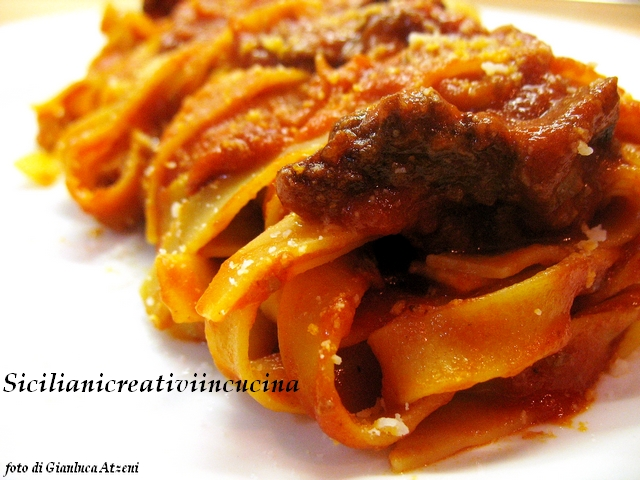 Fettuccine with meat sauce (stew)