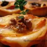 BRISA Körbe mit Äpfeln, Taleggio-Käse und Walnüssen