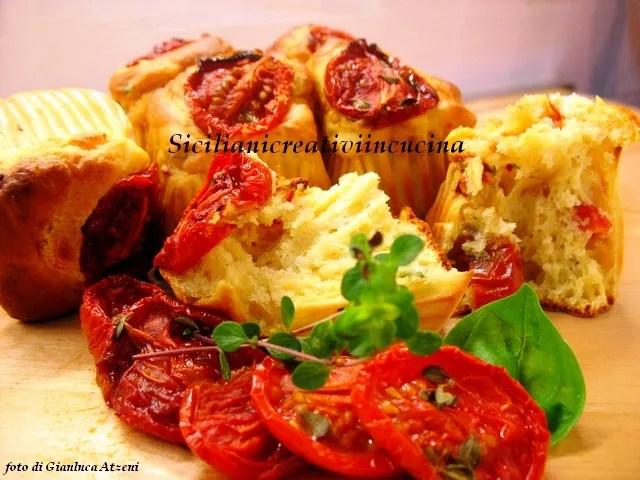 Kek Ile Domates Confit Parmesan Ve Feslegen Sicilyalilar