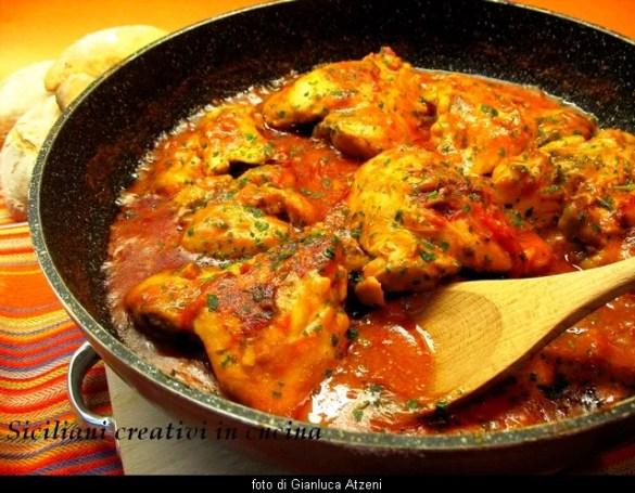 Pollo all'arrabbiata: baharatlı ve hazırlaması kolay.