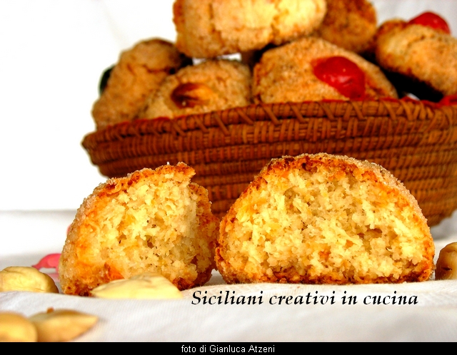 The macaroons sardi, tradition and goodies. Family Recipe easy and perfect success. For macaroons as good as bought in pastry