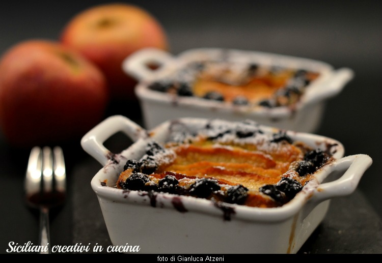 Cream cooked with apples and blueberries