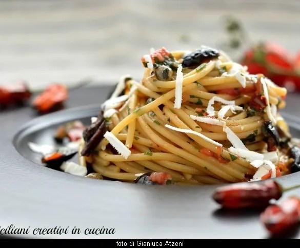 Spaghetti alla carrettiera, uno dei primi piatti più veloci e gustosi della cucina italiana:pronta in 10 minuti e ideale per una spaghettata tra amici