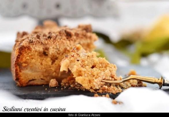 Torta streusel con pere e zenzero: raffinata e deliziosa, con video ricetta passo passo