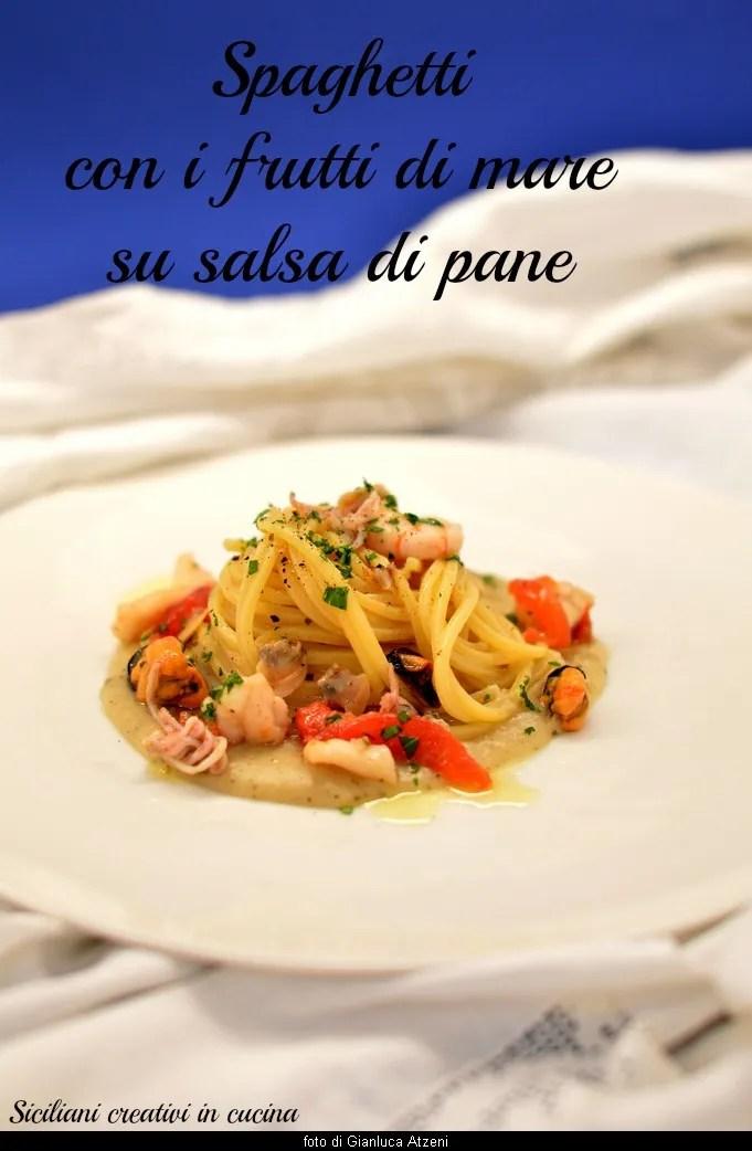 Pasta con i frutti di mare su salsa di pane