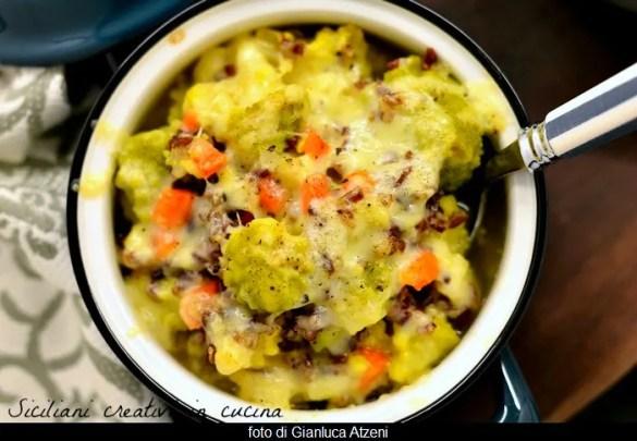 Zuppa di cavolfiore gratinata, con carote e riso rosso