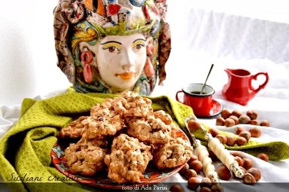 Biscotti brutti ma buoni alle nocciole: senza glutine e senza lattosio, ricetta facilissima