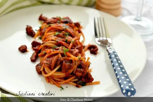 Spaghetti al sugo di polpo: ricetta siciliana facilissima