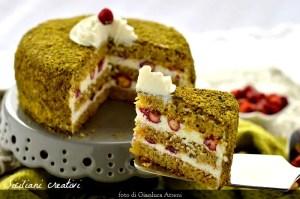 リコッタ チーズ クリームと苺とピスタチオのケーキ