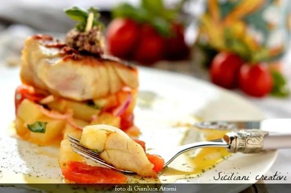 Ombrina alla griglia su insalata mediterranea