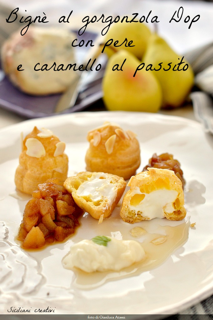 Eclairs sweet gorgonzola and pears, with caramel sweet. An original starter or a creative desserts